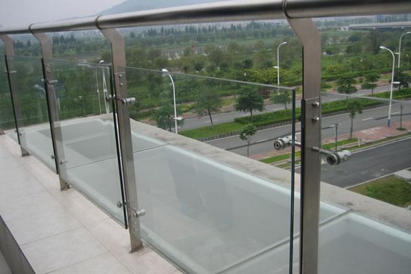 广州不锈钢工程护栏立柱案例