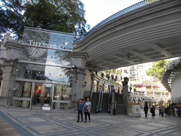 玻璃幕墙配件在香港城的工程案例